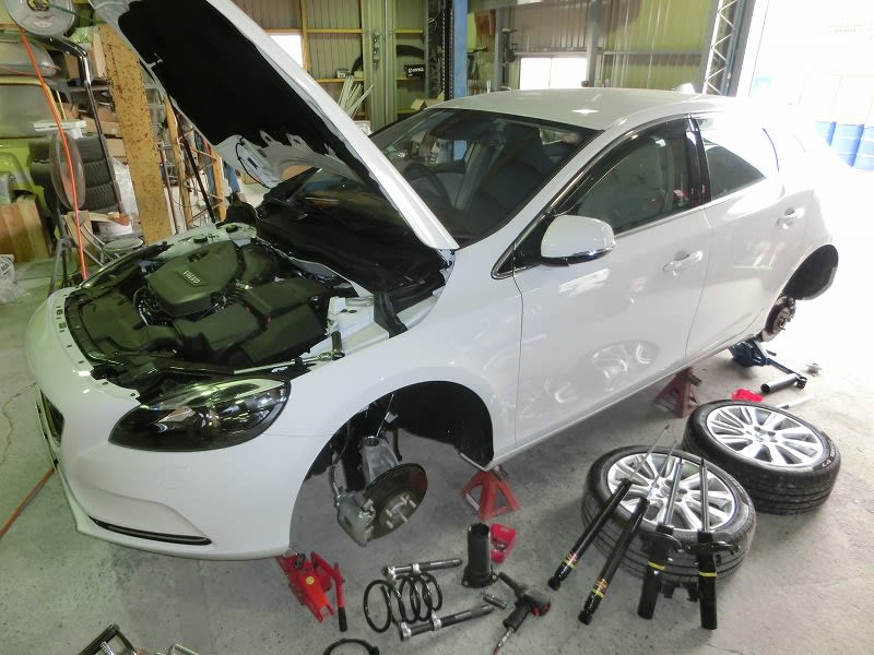 ■VOLVO V40 & HIACE 4WD & フォレスターXT
