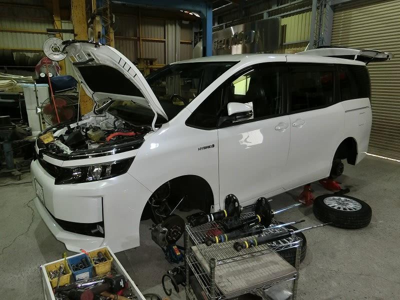 ■ヴォクシーHV ・ BMW 320i