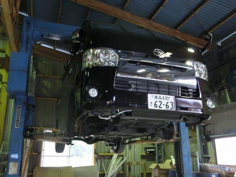 ■ハイエース4型 4WD & フォレスター